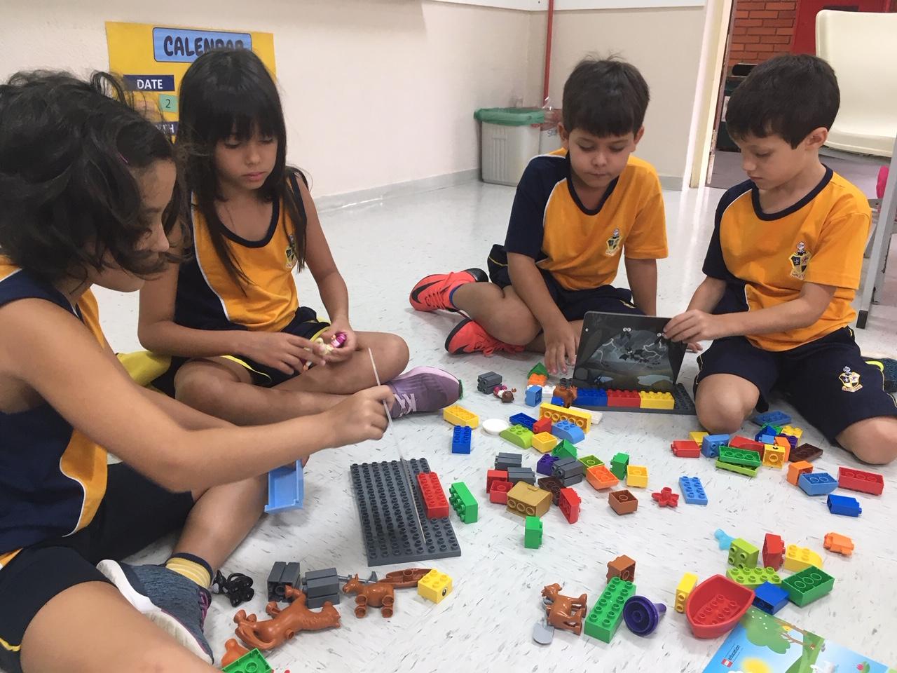 Aula com LEGO no ensino bilíngue
